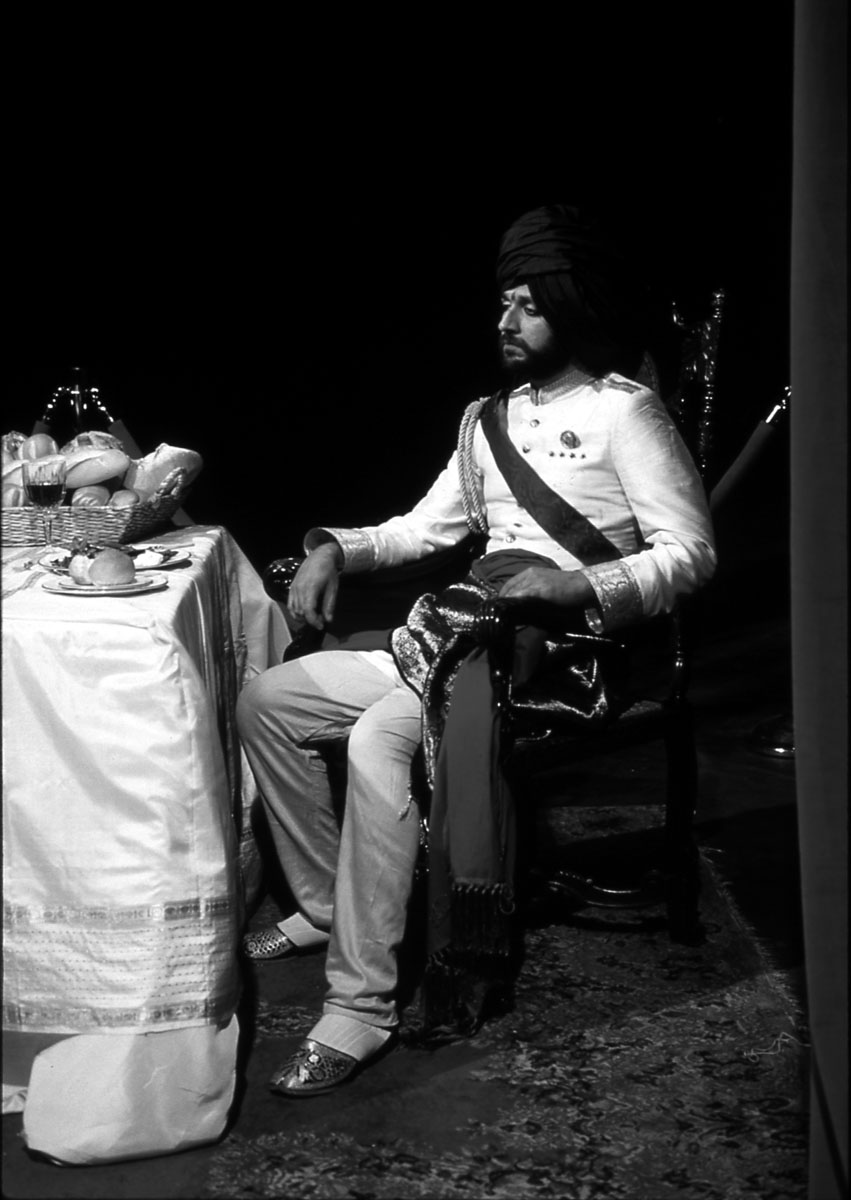Still from Sir Raja II performance